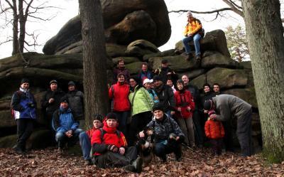 25 Wanderer und 1 Hund am Schoorstein