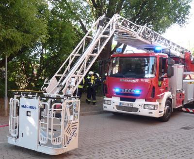 Foto zur Meldung: Brandbekämpfung - Garagenbrand