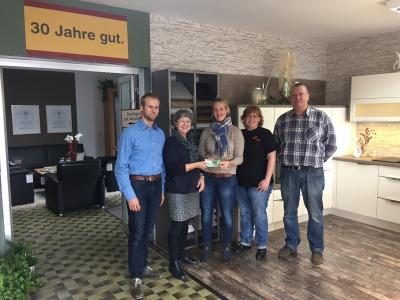 Vorschaubild zur Meldung: Das Möbelhaus Kramer spendet dem KJK e.V. 300€