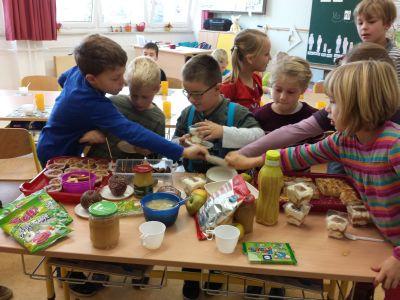Foto zu Meldung: Apfelprojekt der Klasse 1 2015