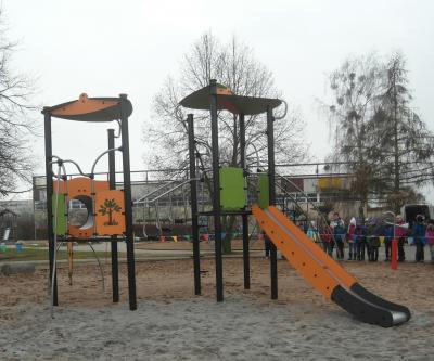 Foto zur Meldung: Neues Spiel- und Klettergerät