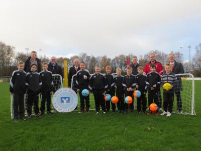 Foto zur Meldung: Neues Trainingsmaterial für die Jugendabteilung der SG Wiesmoor