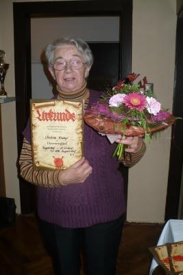 Foto zur Meldung: Langjährige Übungsleiterin mit Ehrenmitgliedschaft ausgezeichnet