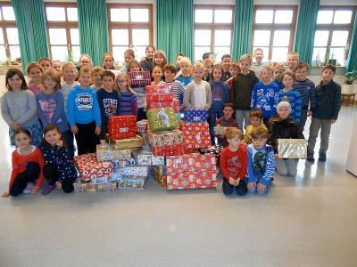 Foto zur Meldung: Viele Geschenke mit Herz bei der Grundschule Prackenbach