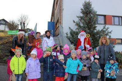 Foto zur Meldung: Der Hl. Nikolaus besuchte den Kindergarten St. Johannes