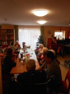 Foto zu Meldung: Weihnachtsbasteln