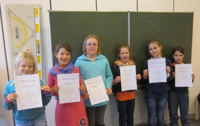 Teilnehmerinnen des plattdeutschen Vorlesewettbewerbs 2015