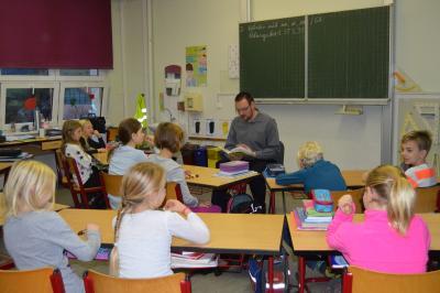 Bürgermeister Erik Thürmer in der Grundschule Kaltennordheim