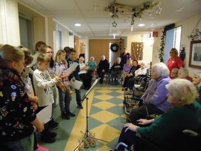Foto zur Meldung: Weihnachtsgrüße der 6b an Senioren