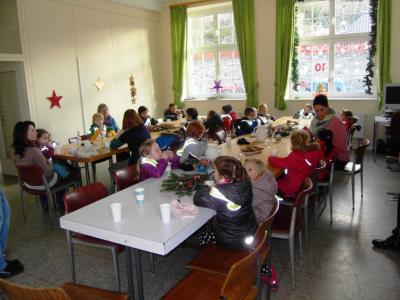 Foto zur Meldung: Altencafe: Kitakinder haben Spaß im Altencafé
