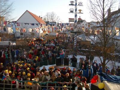 Der Rathausplatz am Faschingsumzug