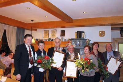 Foto zu Meldung: Ehrenbrief an vier verdiente Gemeindebürger verliehen