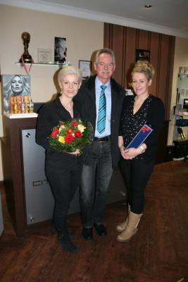 """Foto zu Meldung: Bürgermeister gratuliert zum Diplom """"Top Intercoiffure"""""""