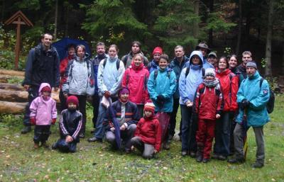 Gruppenfoto nach einer Wanderung mit ununterbrochenem Regen