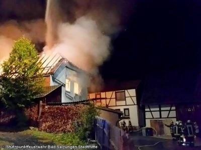 Foto zur Meldung: Dachstuhlbrand in Leimbach, Großeinsatz für Feuerwehren
