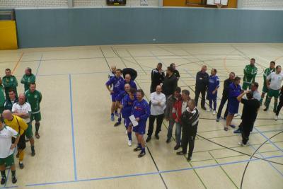 Foto zur Meldung: Alte Herren beim Hallenfußball in Löbau
