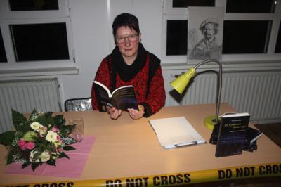Foto zur Meldung: Buchlesung der Schriftstellerin Heike Zengerling in der Nazzaer Gemeindebibliothek