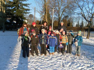 Foto zur Meldung: Spurensuche im Schnee mit Klasse 1