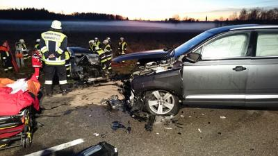 Foto zur Meldung: Schwerer Verkehrsunfall mit eingeklemmter Person