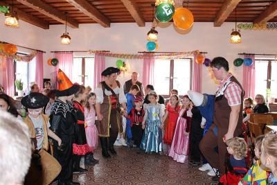 Foto zur Meldung: Ein lustiger Faschingsnachmittag mit den Kleinen des Kindergartens