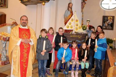 Foto zur Meldung: Die Pfarreiengemeinschaft feierte Maria Lichtmess mit Blasiussegen