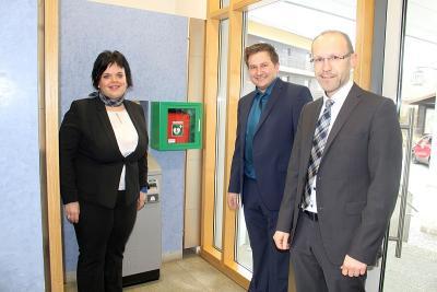 Foto zu Meldung: Zwei Defibrillatoren angebracht