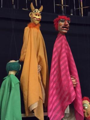 Foto zur Meldung: Marionetten in der Mehrzweckhalle des Salderngymnasiums