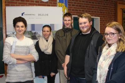 Foto zur Meldung: Schüler informieren sich über ihre Wunschberufe