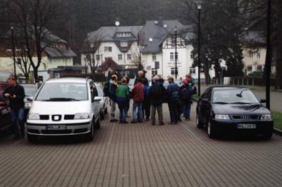 Oybin-Parkplatz: 22 Wanderer