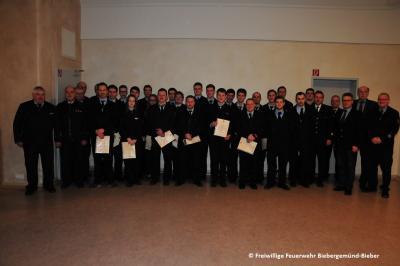 Die beförderten Feuerwehrkameradeninnen und Feuerwehrkameraden