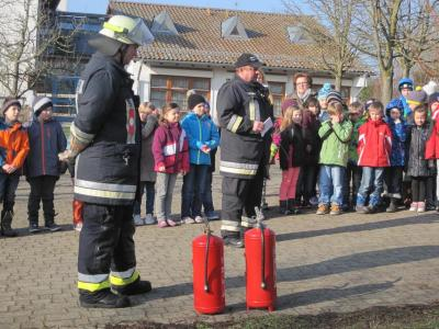 Foto zur Meldung: Feueralarm in der Grundschule – Gott sei Dank war es nur eine Übung