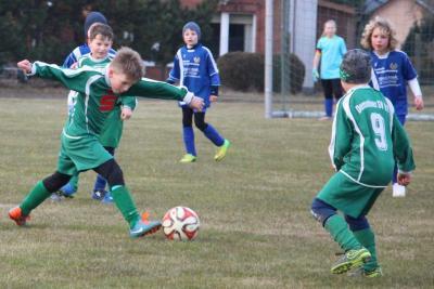 Foto zu Meldung: F Jugend gewinnt Spitzenspiel