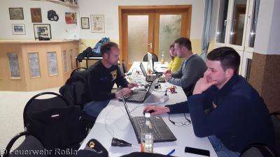 Foto zur Meldung: Ausbildung Einsatzleitwagen und Führungssoftware