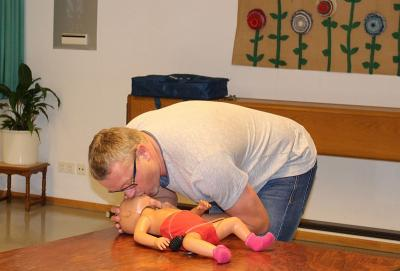 Foto zur Meldung: Erste Hilfe an Kindern