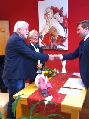 Foto zu Meldung: Bernd Meyer und seine Gerda, zwei Rheinländer feierten Hochzeit im Bayerischen Wald