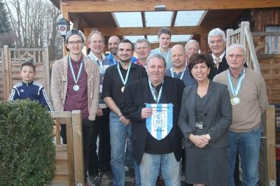 Die zwei Mannschaften des RGSV Moosburg, Bürgermeisterin Frau Anita Meinelt und den Präsidenten des BVS Bayern Herrn Hartmut Courvoisier (zweiter v. re.)