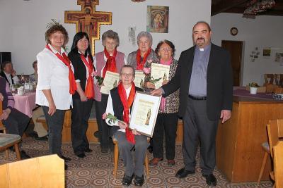 Foto zur Meldung: Rückblick und Ausblick beim Frauen- und Mütterverein – 13 treue Mitglieder geehrt