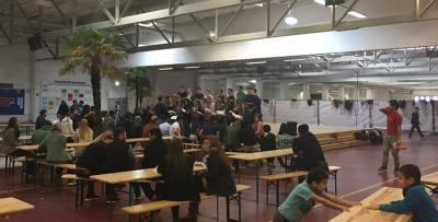 Foto zur Meldung: Chor singt bei Flüchtlingen