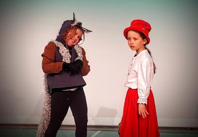 Foto zur Meldung: Zwei auf einen Streich – Premiere für Rotkäppchen und Prinzessin auf der Erbse beim Sonntagsmärchen am 24. April