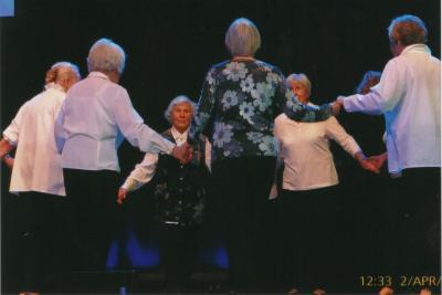 Foto zur Meldung: Tanzzirkel und Chordamen mit großem Auftritt