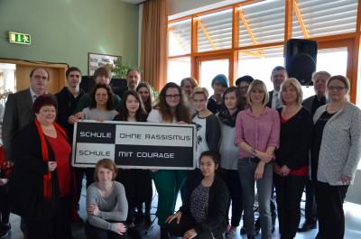 Foto zu Meldung: Courage statt Rassismus: Friedrich-Engels-Gymnasium Senftenberg geht mit gutem Beispiel voran
