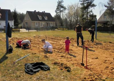 Foto zur Meldung: Frühjahrsputz im Jugendclub Dreetz