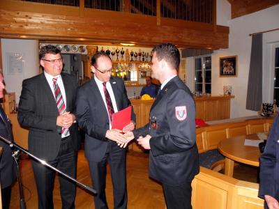 Foto zur Meldung: Ehrennadel der Jugendfeuerwehr