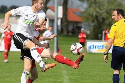 Foto zur Meldung: Auswärtssieg beim SC Göggingen