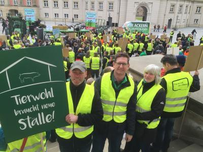 Vorschaubild zur Meldung: Demo vor dem Landtag in Potsdam