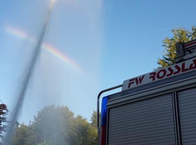 Foto zur Meldung: Brandbekämpfung - Brand von Grasschnitt