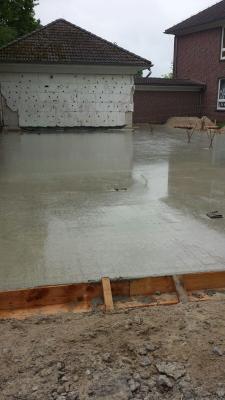 Foto zur Meldung: Die Bodenplatte ist gegossen