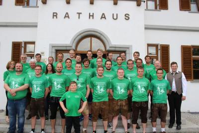 Foto zur Meldung: Großer Empfang für den SV Moosbach zur Meisterschaft der beiden Mannschaften