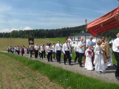 Foto zur Meldung: Fronleichnamsprozession  in der Filialkirche St. Peter und Paul