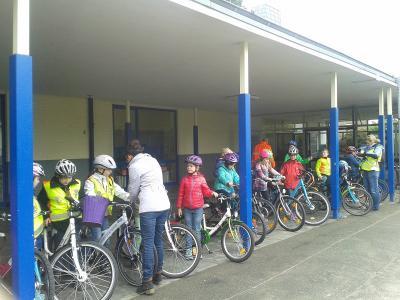 Foto zur Meldung: Radfahrtraining unserer Drittklässler